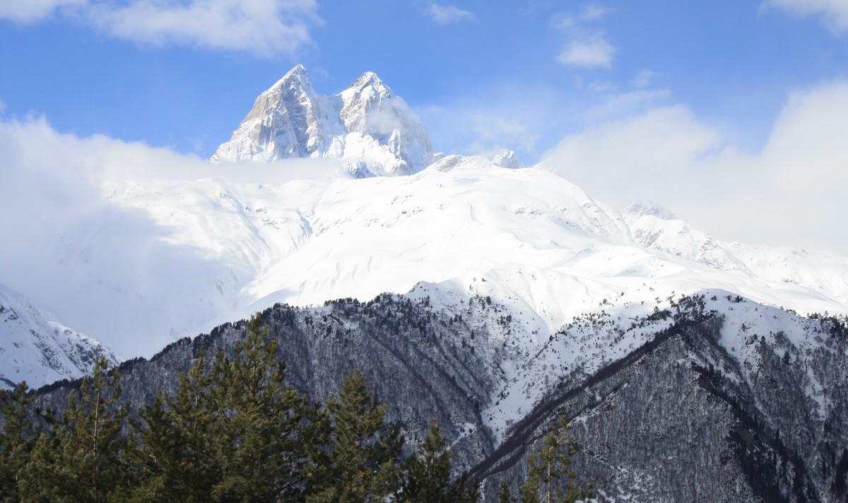 De berg Ushba in Svanetie