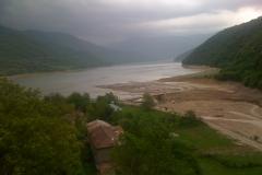 Het stuwmeer bij Ananuri