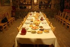Overdadig gedekte tafels zijn standaard in Georgie
