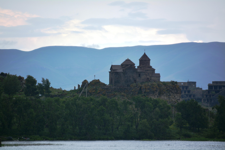 Hayravank aan het Sevanmeer, Armenië  (foto B. Wouda)